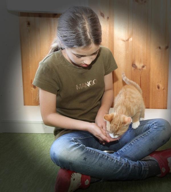 bella och kattunge