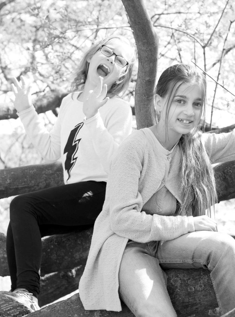 syskonkärlek svartvitt
