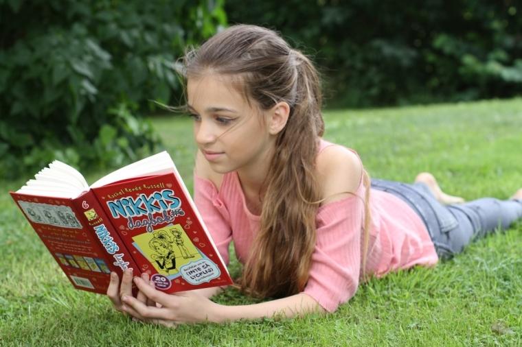 bella läser Nikkis dagbok