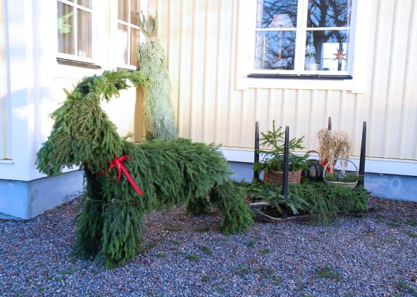 Förra årets julbock, då var det + 13 grader på julafton